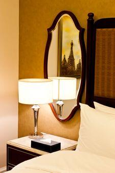 Free Luxury Hotel Bedroom Royalty Free Stock Photos - 20427548