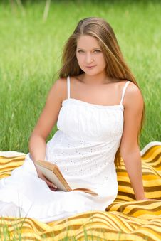 Free Young Girl Reading Book Royalty Free Stock Image - 20428986