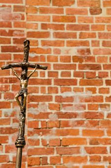 Free Crucifix And The Bricked Wall Stock Images - 20432594