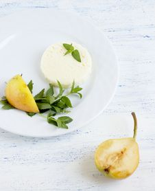 Free White Cheese And Pears Royalty Free Stock Photography - 20433077