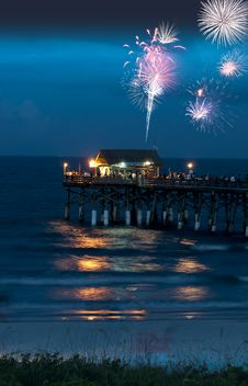 Free Fireworks Over The Pier Royalty Free Stock Images - 20437569