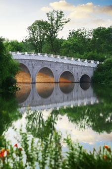 Free Arch Bridge Royalty Free Stock Photo - 20439085
