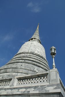 Free White Stone Pagoda Royalty Free Stock Photo - 20442675
