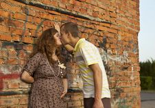 Free Young Man Kisses His Pregnant Wife Stock Photography - 20442992