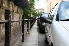 Free Parking Cars In The City Royalty Free Stock Photo - 20446485