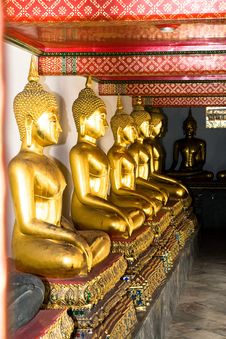 Free Aligned Gold Buddha Royalty Free Stock Images - 20446549