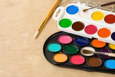 Free Paint Brush And Painters Palette On Wood Royalty Free Stock Photo - 20450755