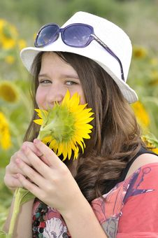 Free Beauty Teen Girl And Sunflowers Royalty Free Stock Photos - 20457688