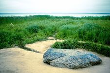 Free Rock Over The Lake Royalty Free Stock Photography - 20459817