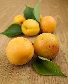 Free Apricots Royalty Free Stock Photos - 20461208