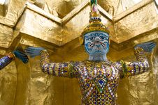 Free Giant Statues, At The Wat Pha Kaew Temple Stock Photography - 20461952