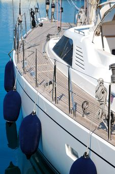 Free Sailing Yacht Royalty Free Stock Photography - 20463367