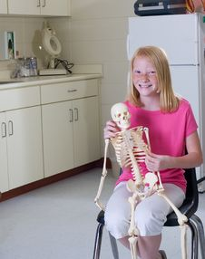 Free Young Girl Holding Medical Skeleton Royalty Free Stock Photos - 20468308