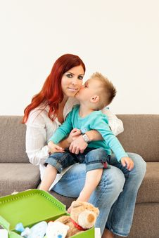 Free Mother And Child Hugging Royalty Free Stock Photography - 20469737