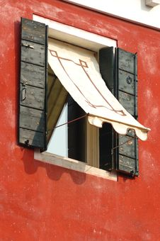 Free Old Window On Red Wall,Venice, Italy Stock Photography - 20471132