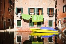 Free Yellow Boat In Venice Stock Photo - 20471510