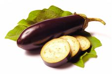 Free Eggplant With Leafs On White Royalty Free Stock Photos - 20473918