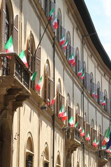 Free Italian Flags Outside Of A Windows Stock Photography - 20475632