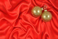 Free Baubles On Crimson Satin Stock Photos - 20481003