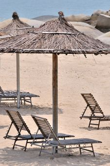 Free Sea Sand Sunshade And Chair Royalty Free Stock Photos - 20482798