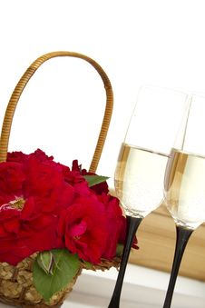 Free Basket With Roses And Champagne Stock Photography - 20486412