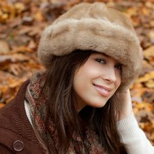 Free Pretty Young Woman In Autumn Stock Photography - 20493672