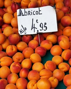 Free Apricots Royalty Free Stock Photography - 20494917