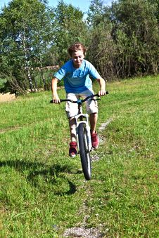 Free Boy Racing With His Bike In Open Royalty Free Stock Photography - 20497337