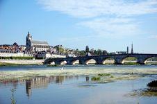 Free Quay Of Blois With Its Stone Bridge Royalty Free Stock Photos - 20497518