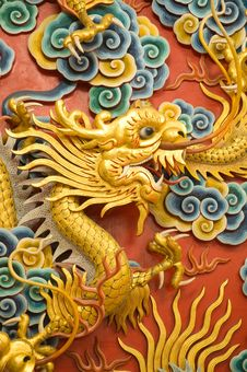 Free Golden Dragon Sculpture Royalty Free Stock Photography - 20498657
