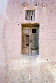 Free Door And Window In The Wall Royalty Free Stock Photography - 2058087