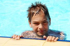 Free Young Smiling Boy In Pool Royalty Free Stock Photography - 20501127