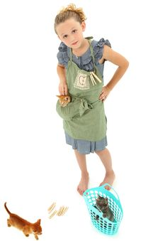 Free Girl Child In Apron With Kittens In Laundry Basket Royalty Free Stock Images - 20502419