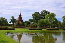 Free Single Stupa - Sukhothai Historical Park Royalty Free Stock Photos - 20502748