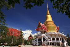 Free Golden Pagoda In Wat Thai Royalty Free Stock Image - 20505586