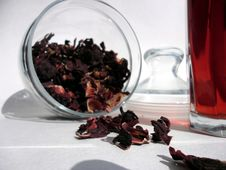 Free Glass And Leaves Of The Red Tea Stock Photography - 20510132