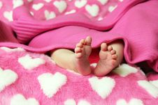 Free Newborn Baby Clutching Mothers Finger Royalty Free Stock Photos - 20513598
