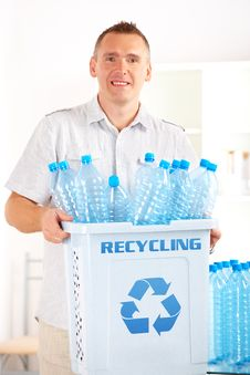 Free Recycling Man With Bin Royalty Free Stock Images - 20513759