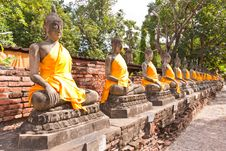 Free Ruin Buddha Statues In Row Stock Image - 20518051
