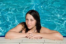 Free Smiling Girl In The Swimming Pool Royalty Free Stock Photography - 20521907