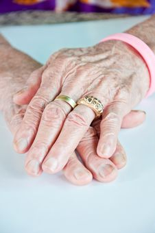 Free Old Woman Hand With The Golden Ring Stock Photography - 20526952