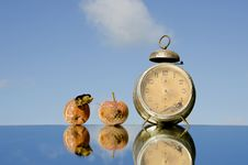 Free Vintage Clock And Rotten Apples Stock Image - 20527101