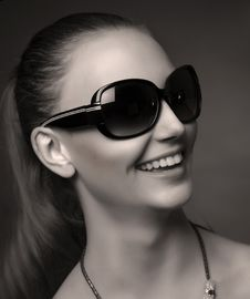 Free Smiling Fashionable Girl With Sunglasses Stock Photos - 20527933