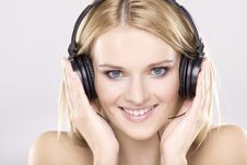 Free Beautiful Girl Is Listen To The Music Royalty Free Stock Images - 20528599