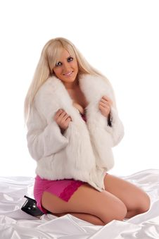 Free Glamour Blonde In A Warm White Fur Coat Royalty Free Stock Photo - 20533305