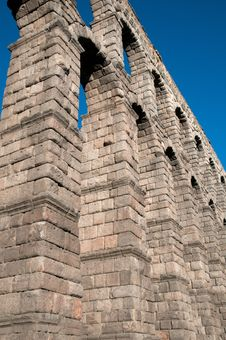Free Roman Aqueduct Of Segovia Royalty Free Stock Images - 20537249