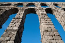 Free Roman Aqueduct Of Segovia Royalty Free Stock Photos - 20537268