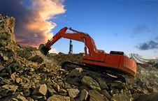 Free Excavator Crushing Rocks Stock Images - 20539754