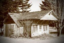 Free Abandoned Vintage Storefront (BW) Royalty Free Stock Images - 20540639