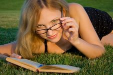 Free Woman Reading Book Royalty Free Stock Photos - 20541738